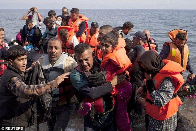 2BF0413000000578-3222405-Sanctuary_Although_the_vast_majority_of_Syrian_refugees_live_in_-m-73_1441380822991